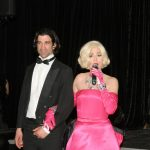 chanteuse Marilyn et Hôte