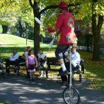 Unicycliste jongleur